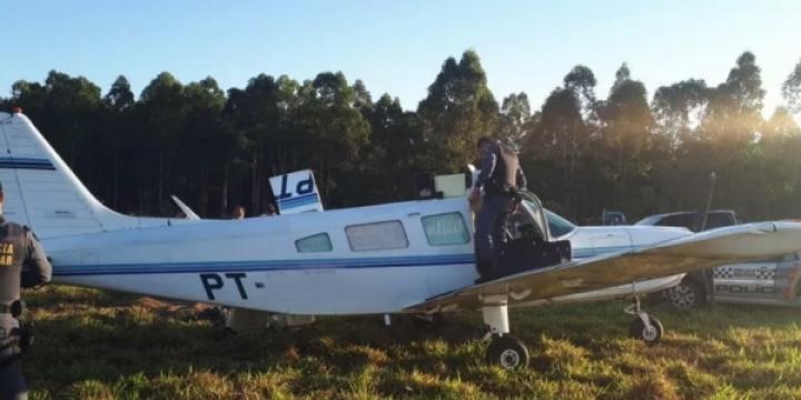 Avião transportando aproximadamente 150 kg de maconha faz pouso forçado em fazenda em MT
