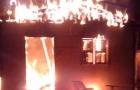 Mulher é presa suspeita de incendiar casa com dois sobrinhos e namorada dentro em Novo Aripuanã