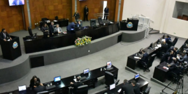 Deputados têm 5 dias para renunciar VI