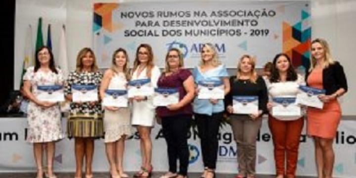 Diretoria da APDM é empossada e empoderamento feminino é tema