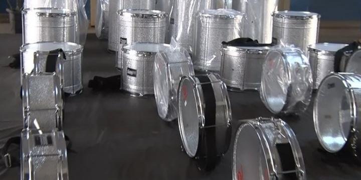 Convênio com Justiça do Trabalho oferece instrumentos para fanfarra de escola em Juína