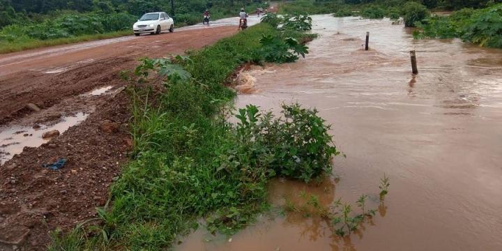 Chuva das últimas horas deixa vários pontos alagados em Juína e região