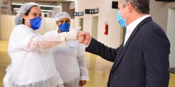 Estamos preparados para distribuir a vacina aos municípios, afirma governador
