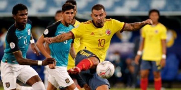 No 1º jogo em Cuiabá, Colômbia vence Equador e divide liderança com Brasil