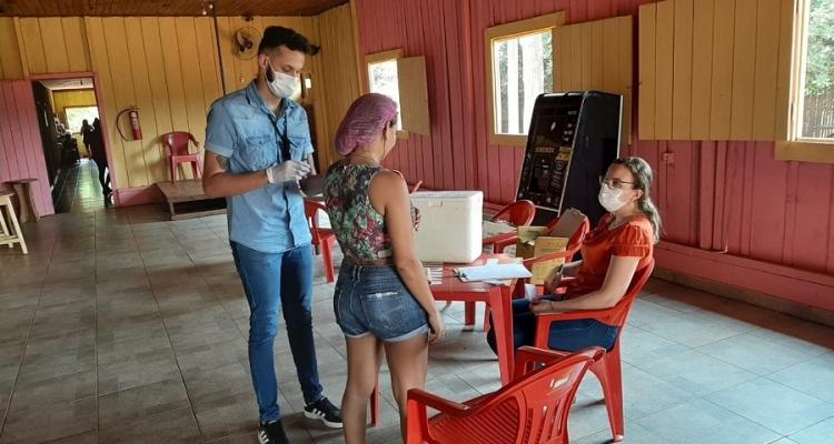 Secretaria de Saúde realiza ação de vacinação contra Covid-19 com profissionais de entretenimento adulto em Aripuanã